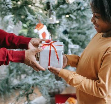 7 Christmas Gift ideas for her in Nigeria